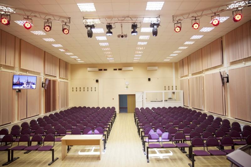 Целый спектр устройств AV Production был использован в оснащении актового зала колледжа №28 г. Москвы