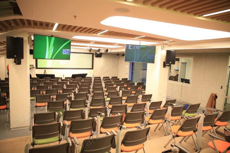 При оборудовании конференц-зала «Яндекса» использовалась конференц-система и система управления производства AV Production