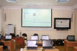 Лингафонный кабинет в банковской школе